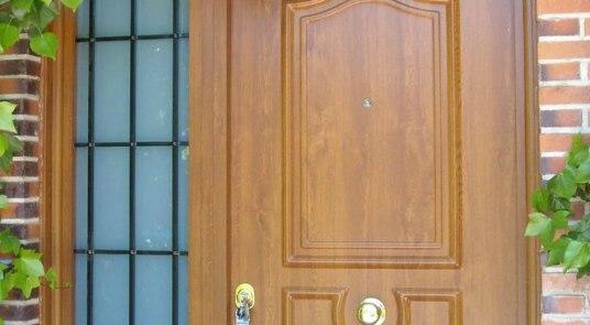 puerta acorazada kiuso con rejas